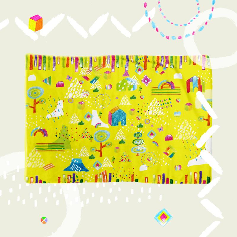 黄色を基調にして自然や子供のモチーフを取り入れたオリジナルイラストのブランケット